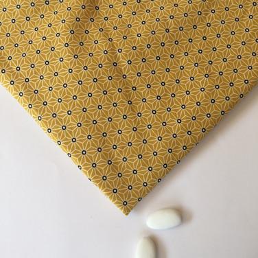 Motifs géométriques étoile jaune moutarde