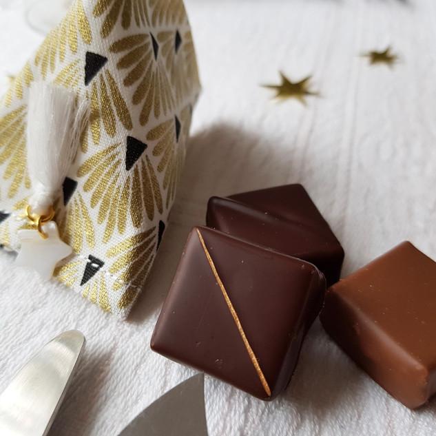 Sachet pour 3 chocolats noir et or