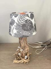 Lampe avec bois flotté (Ref AG6) ; Boutique Déco