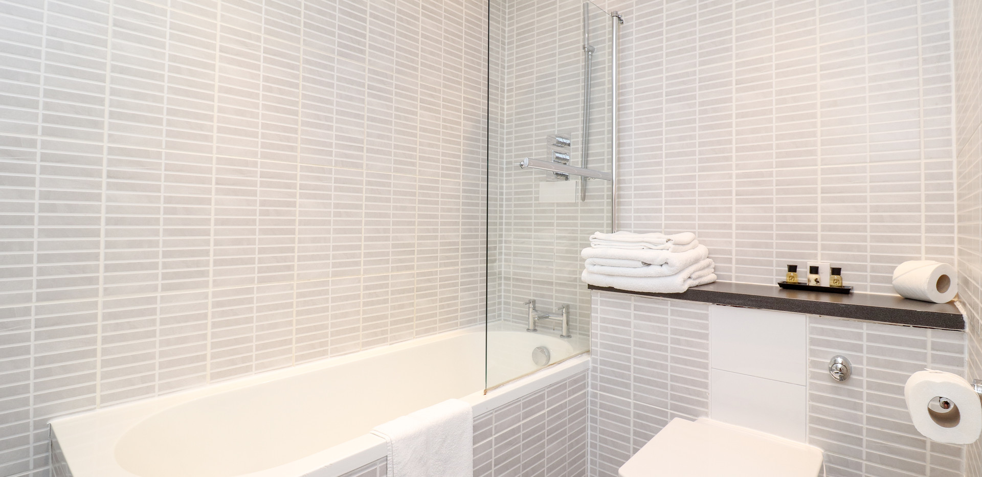 RM12 Bath.jpg
