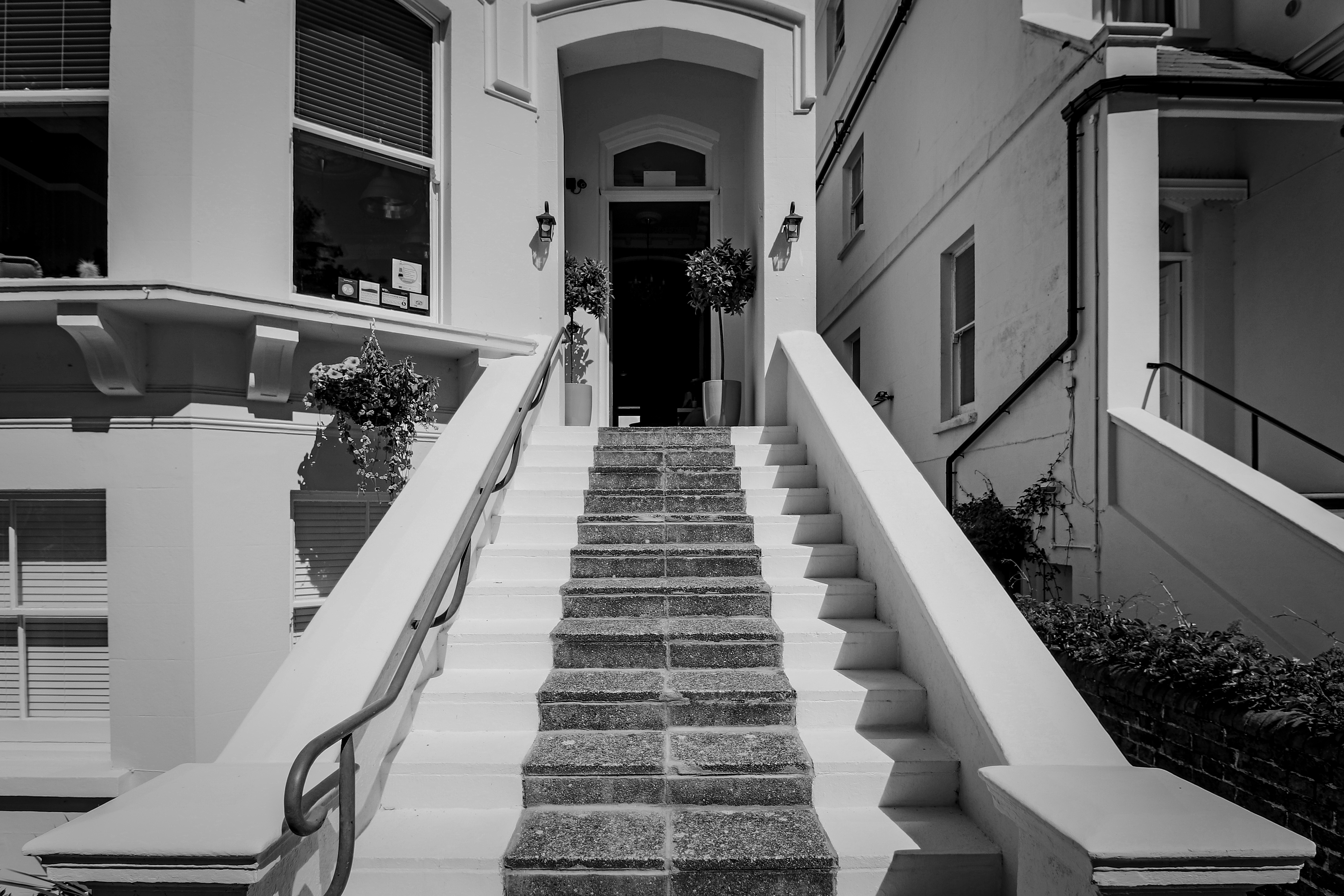 Hotelfront steps