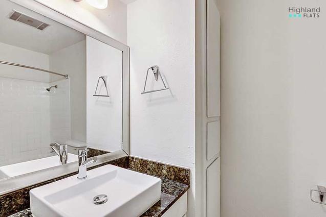 Highland_Flats_bathroom-2308-102.jpg