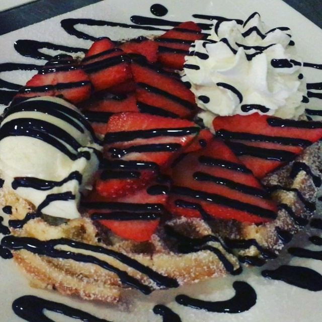 #waffel #waffle #gelato #leccker #frisch #immergut #eis #eiscafe #eisdiele #eiscafedamarco #nittenau