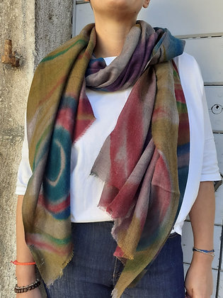 Sciarpa multicolor sfumata fondo grigio