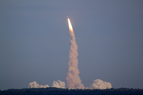 space-shuttle-sts-133-launch-18867245.jp