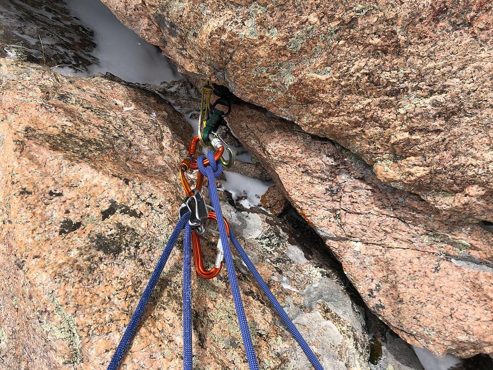 Alpine climbing anchor for a snow couloir