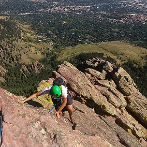 Climbing a Flatiron in Colorado with a guiding company