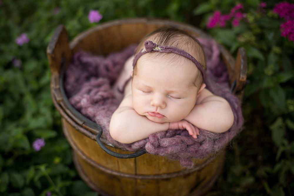 Newborn Photographer, Baby girl in flowers