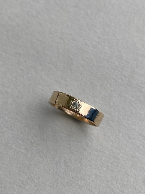 9CT SOLID GOLD BAND