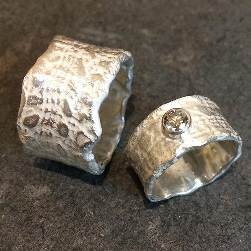geprägtes Silber 925 mit weissem Diamanten