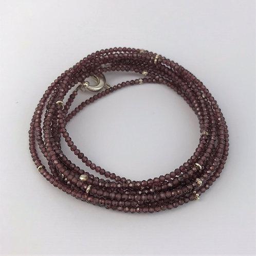 Lange Kette aus Granat mit Silber 925
