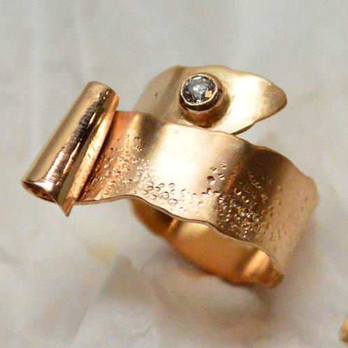 Geschwungener Ring Rotgold 750 mit Diamant