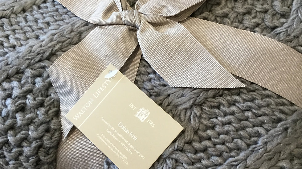 Walton Lifestyle Cable Knit Throw