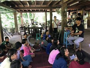 Leno teaches the kids to sing