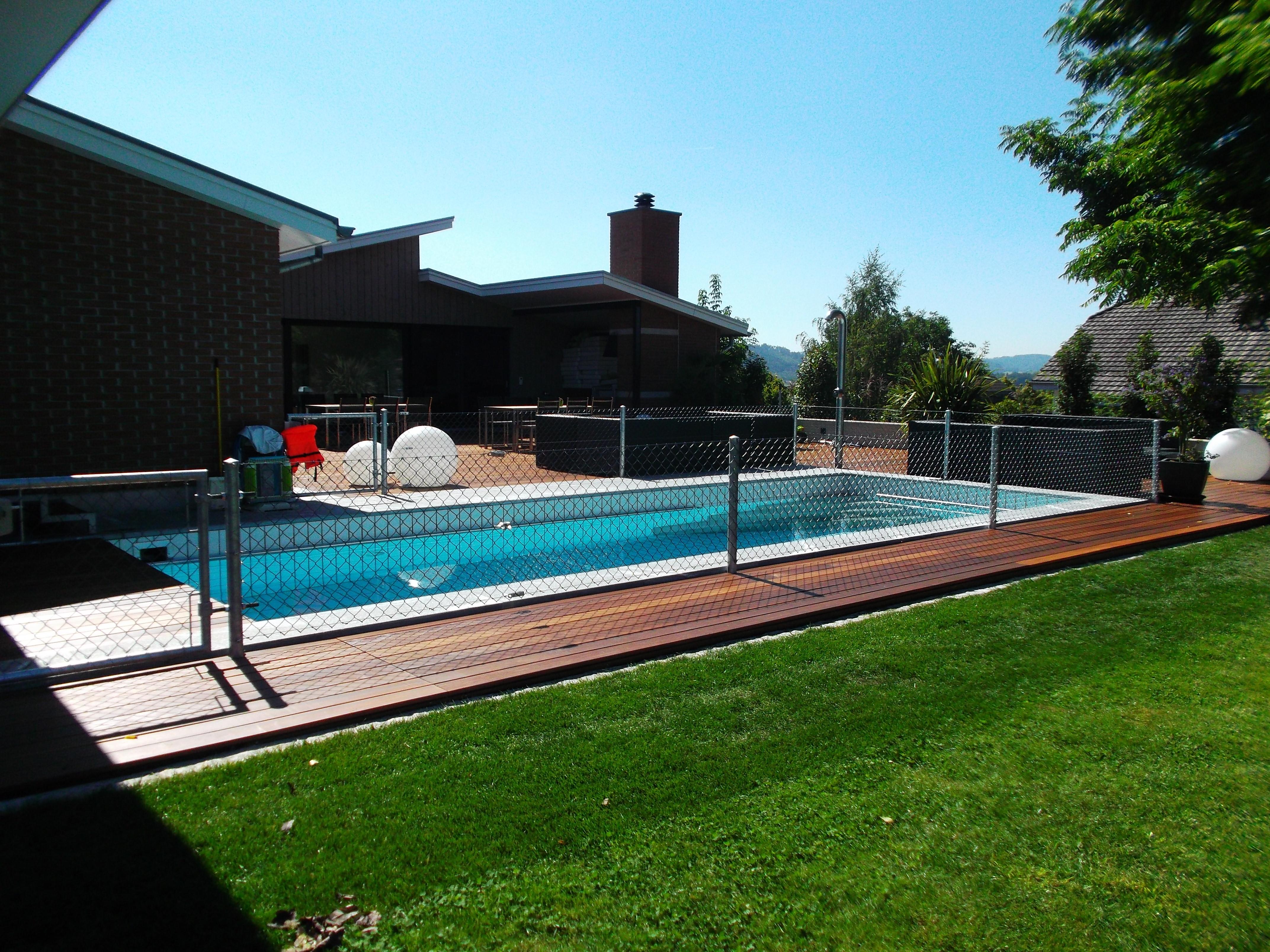 Diagonalgeflechtzaun zur Poolsicher