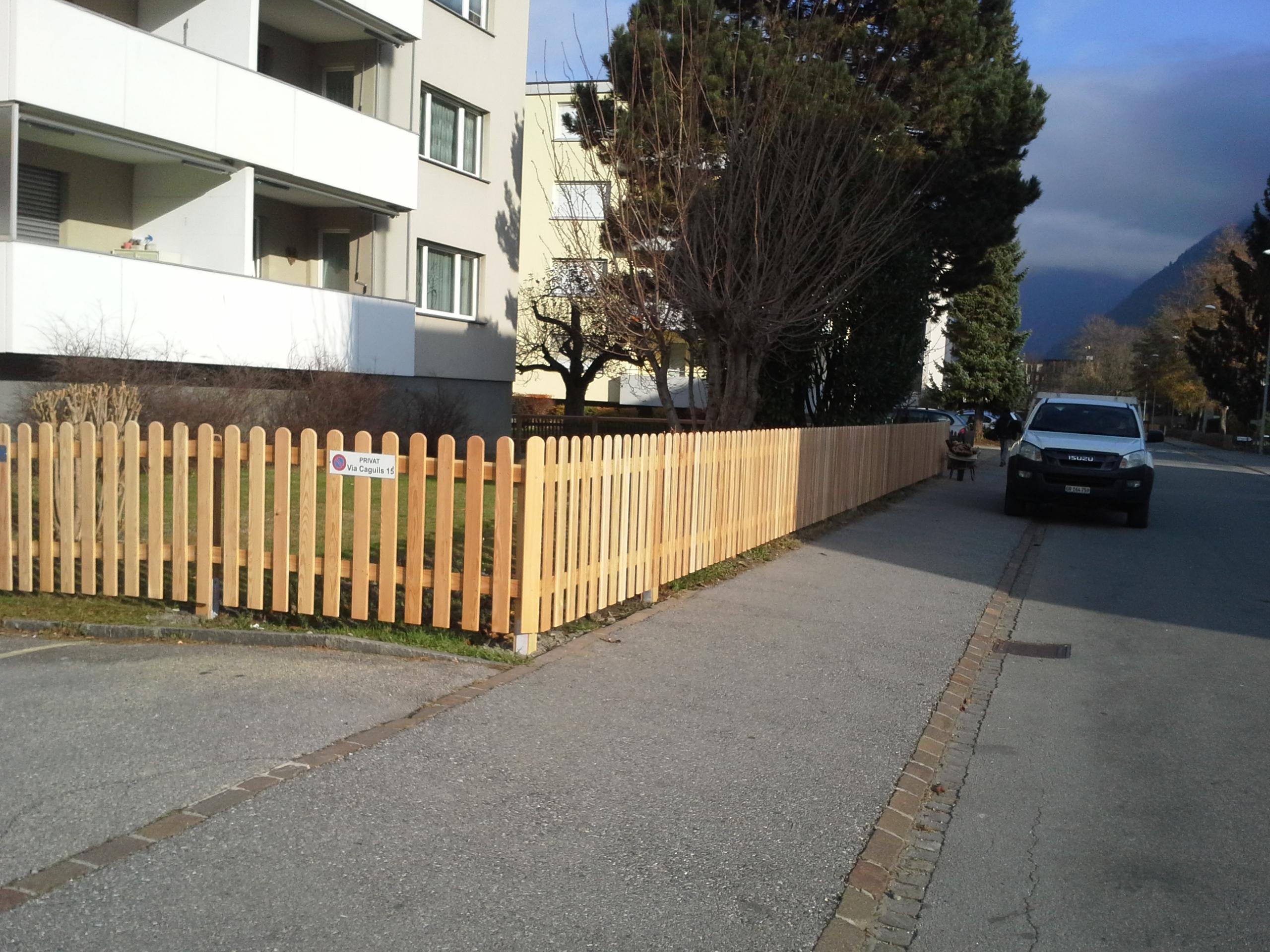 Lärchenzaun in Domat/Ems (GR)