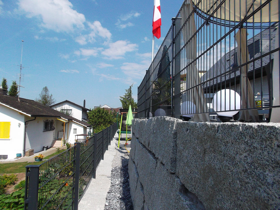 doppelstab auf granitmauer (4).jpg