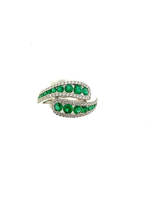 Emerald crossing ring