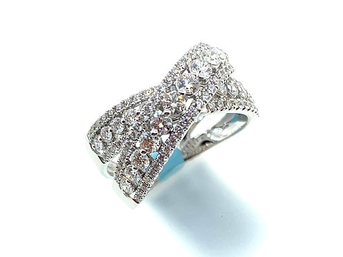 Double diamond cross over ring