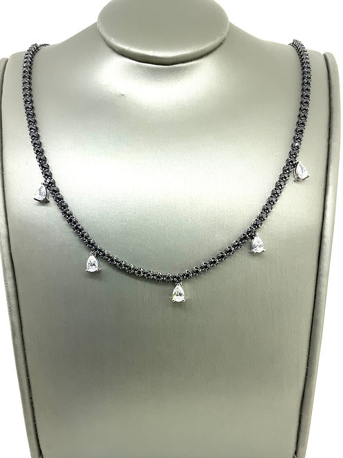 Pear shape dangle b&w necklace