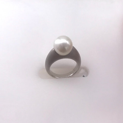 White Pearl Satin 11 mm White Gold Ring