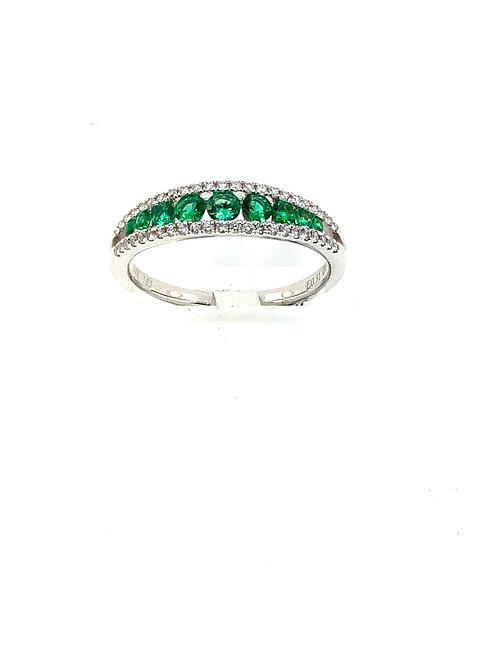 Graduated emerald ring