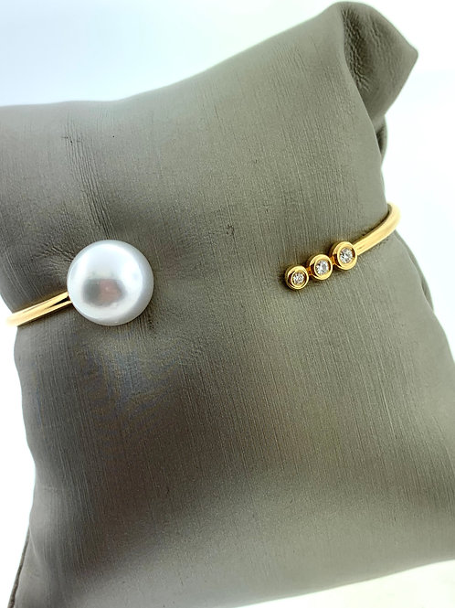 Yellow Gold Sea Pearl Bangle