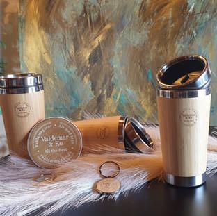 Bambus drikke thermokrus, bambus nøglering og bambus oplader til mobilen