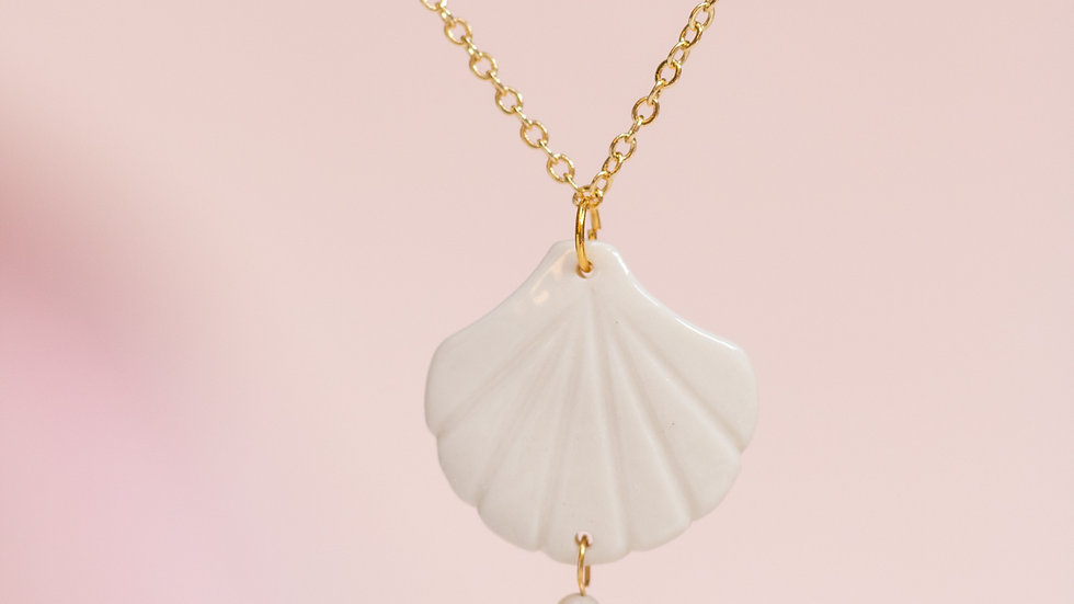 Shell Pendant Necklace with Pearl Amphitrite