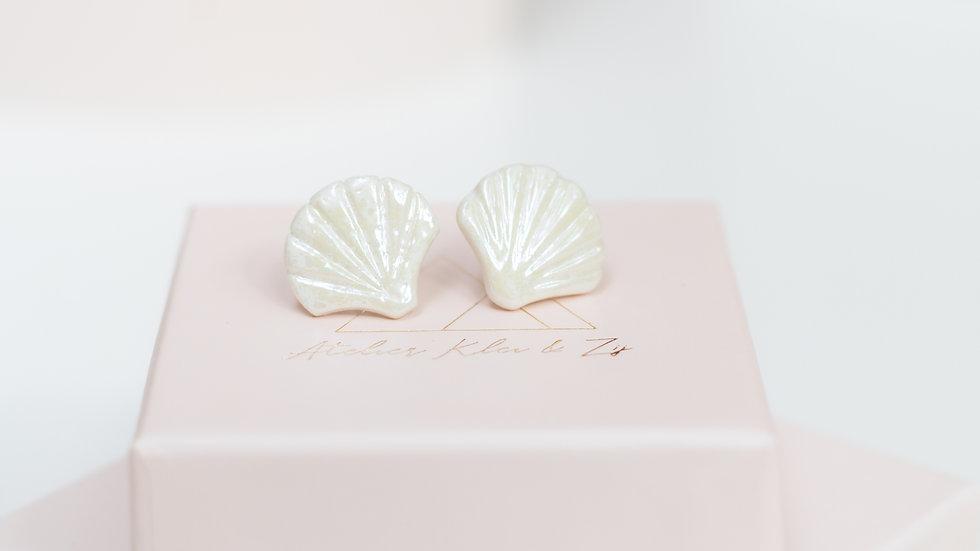 Iridescent Ariël Shell Stud Earring