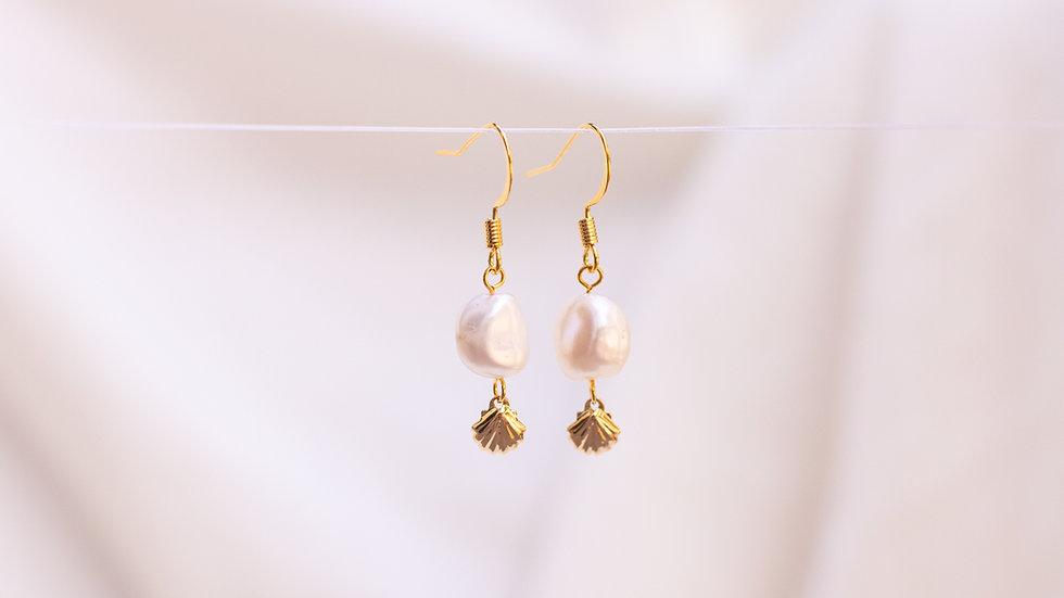 Pearl & Shell Dangle Earring