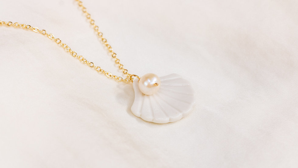 Shell Pendant Necklace with Pearl Aphrodite