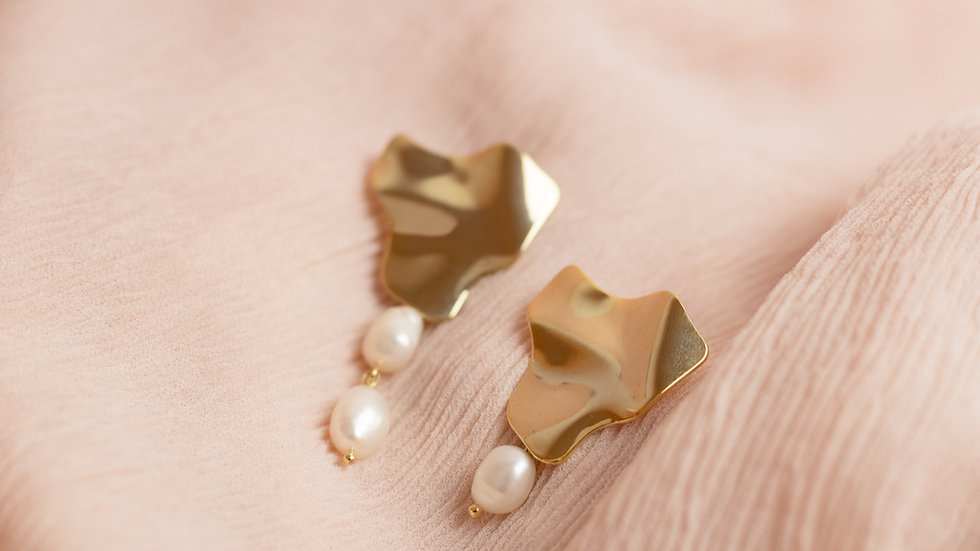 Asymmetrical Pearl Drop Earring