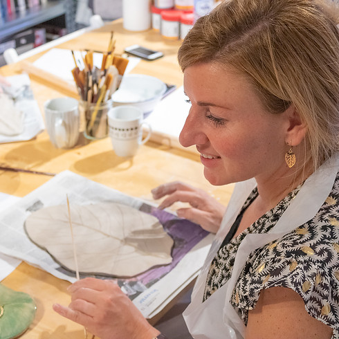 Blad schaal maken van keramiek