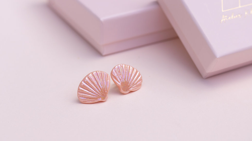 The Ariël Stud Earring Iridescent Coral