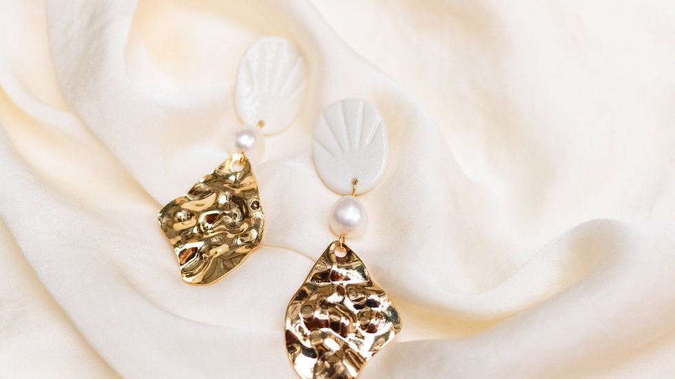 Elegant Statement Pearl Earring - Mare
