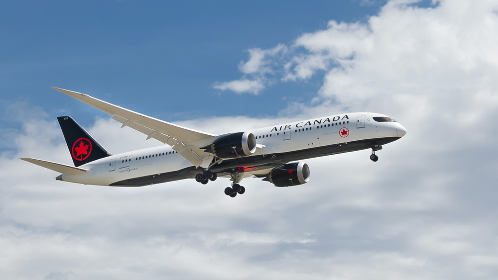 Air Canada jet takes off for Hawaii