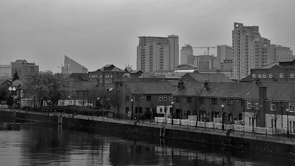 Black & white photo of modern day Manchester, inspiration for the filming of Coronation Street