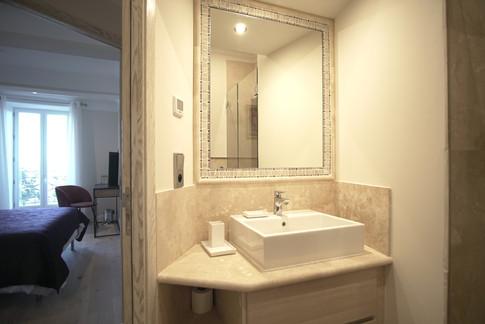 shower room 2 sibnk.JPG.jpg