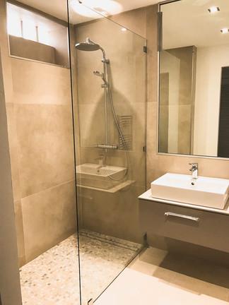 downstairs shower room 2.jpg