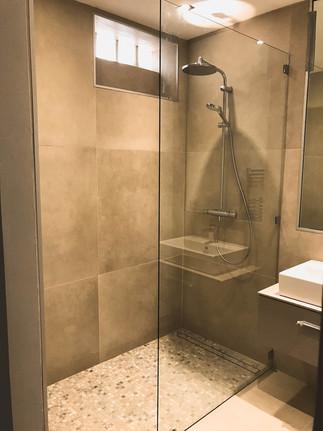 downstairs shower room 4.jpg