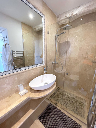 Master bathroom 2.jpeg