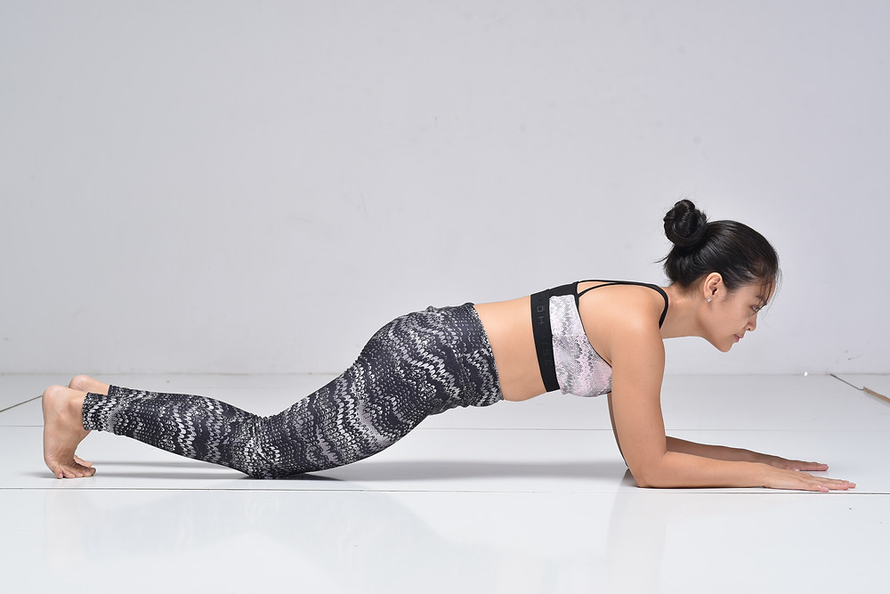 doing plank on forearm with knees on the floor, for yoga beginners