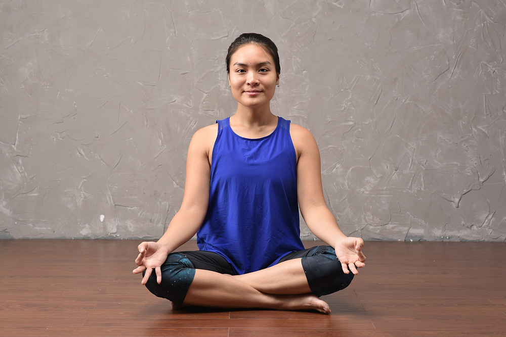 sukhasana - easy sitting pose in Yoga