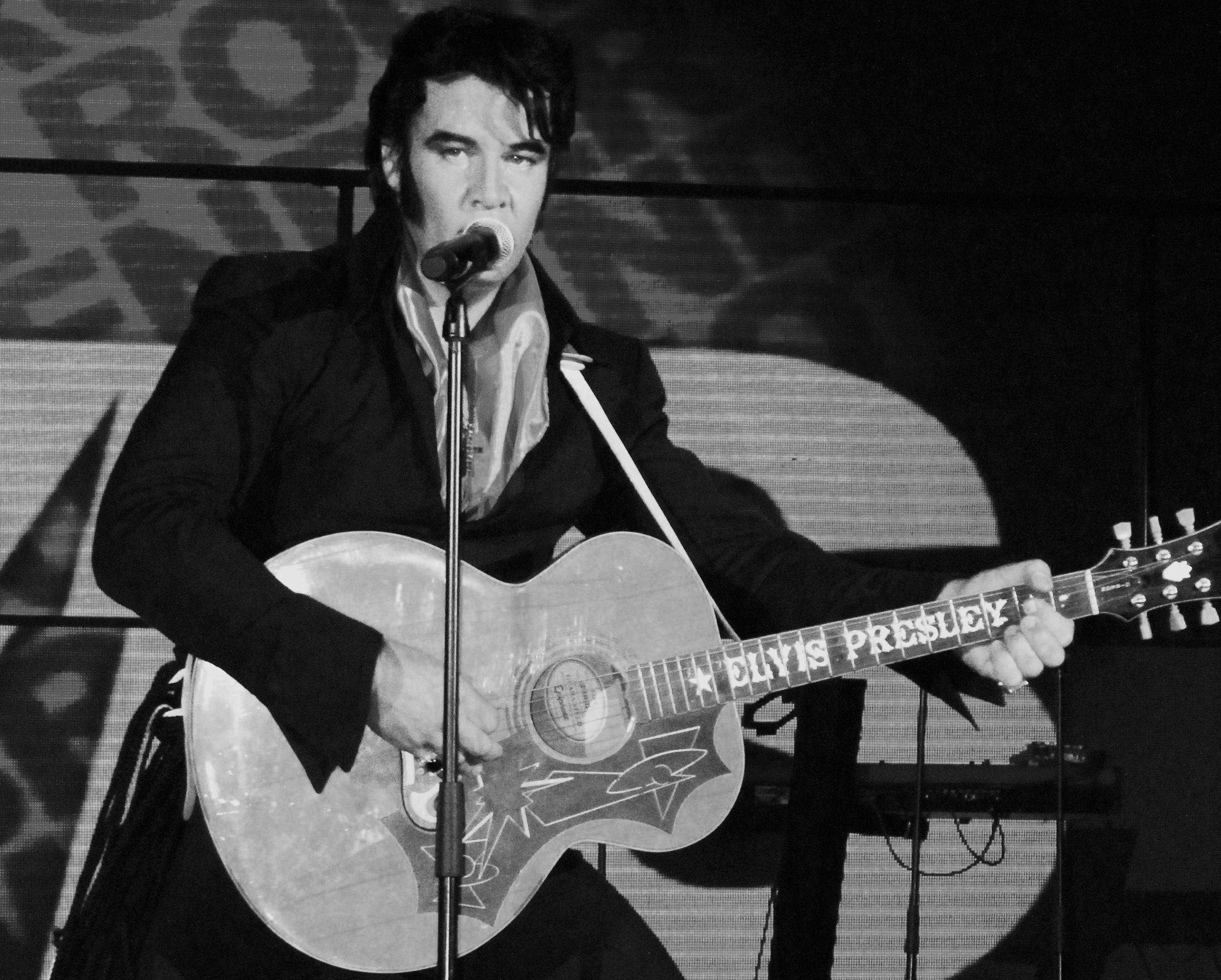Kjell Elvis B&W 1969 Elvis in Stage