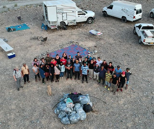 37 people and 372 kg of trash collected