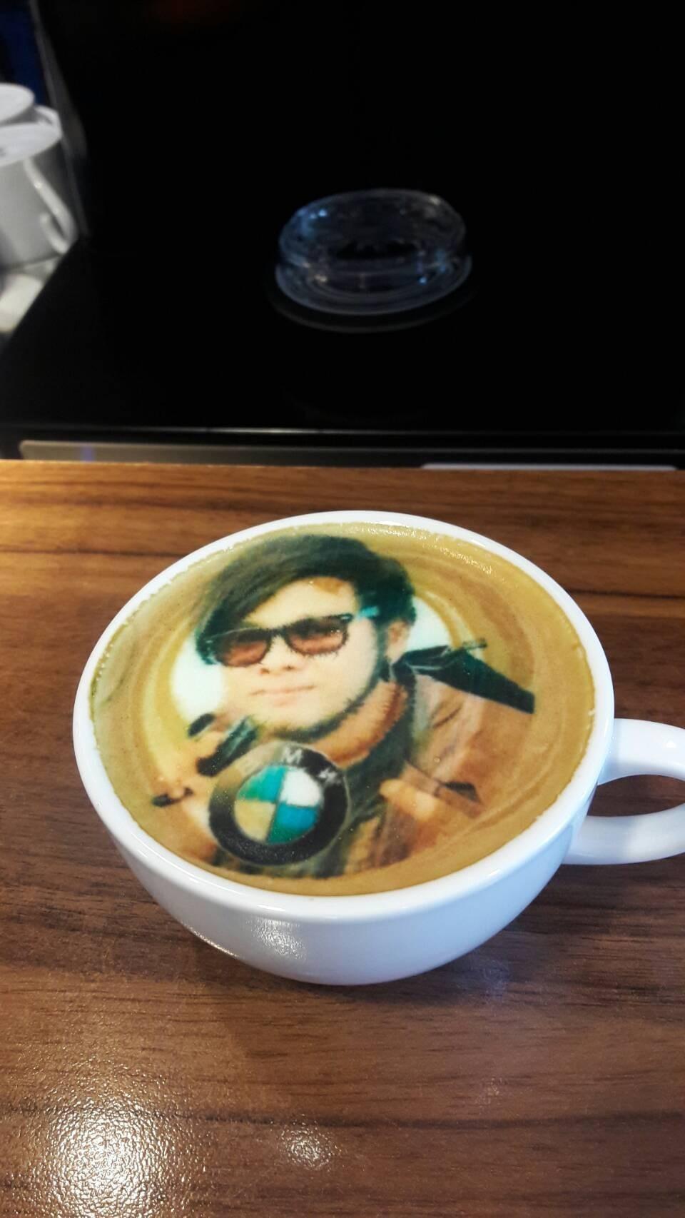 พิมพ์ภาพบนฟองนมโดย Coffee Printer