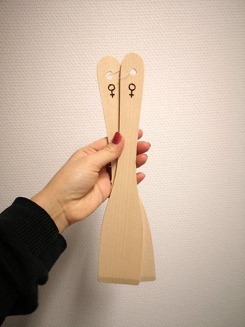 Stekspade i trä, kvinnosymbol