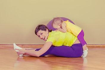 Matka a batole cvičení
