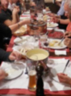 Jeden Mittwoch bis Freitag Charbonnade-Hit à discrétion. Andere Reservationen auf Anfrage. So lange die Kohle brennt, inklusive knusprige Freihof-Bruschettas aus dem Ofen, gemischtem Salat, Pommes Frites und feine Rindshuftplätzli. Serviert ab 2Personen CHF 54.- pro Person